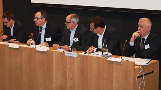 Panel symposium - van links naar rechts: Tom Evens, Chris Van Roey, Marc Van de Looverbosch (VRT), Ben Appel, Bert Stulens